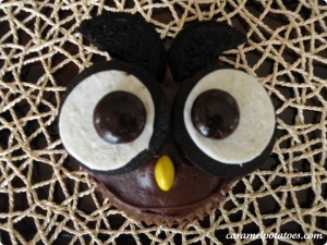 halloween food gifts: owl cupcakes